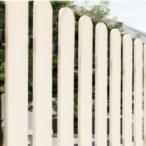 choosing-the-right-wooden-fence-material-for-your-home-01